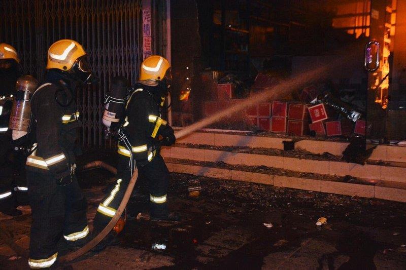 """""""مدني جدة"""" يسيطر على حريق في 6 ورش بمدائن الفهد"""