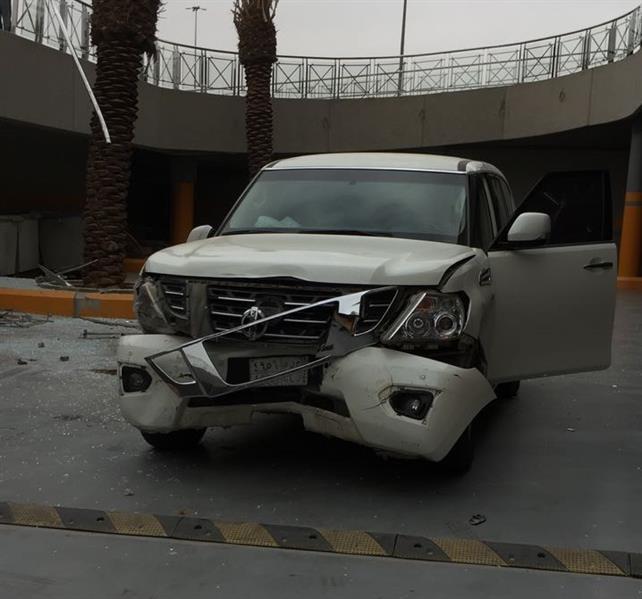 فيديو حديث يكشف ما حدث للسيارة التي سقطت في فتحة مواقف سفلية لمجمع تجاري شمال الرياض