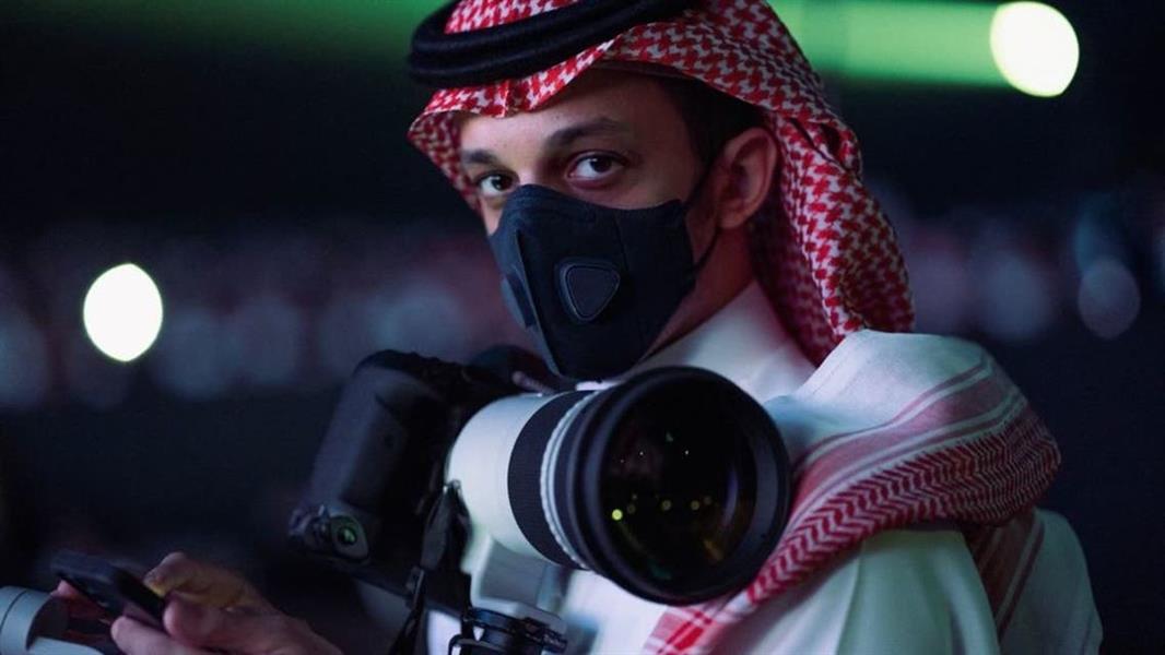 مصور سعودي يجذب الأنظار إليه بصوره المميزة