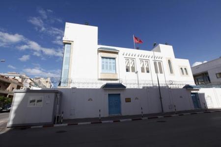 تونس تعيد فتح سفارتها في طرابلس بعد وصول حكومة الوفاق