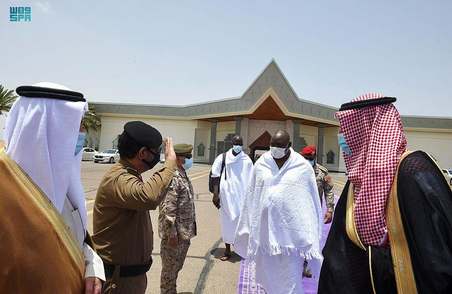 الرئيس الغامبي يغادر المدينة المنورة بعد زيارة المسجد النبوي الشريف