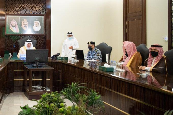 """""""أمير مكة"""" يرأس اجتماع اللجنة التنفيذية لعودة العمرة تدريجياً وفق الإجراءات الاحترازية"""
