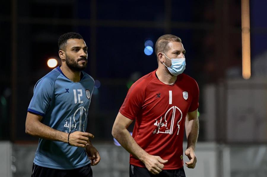 الحارس التونسي فاروق بن مصطفى بتدريبات الشباب