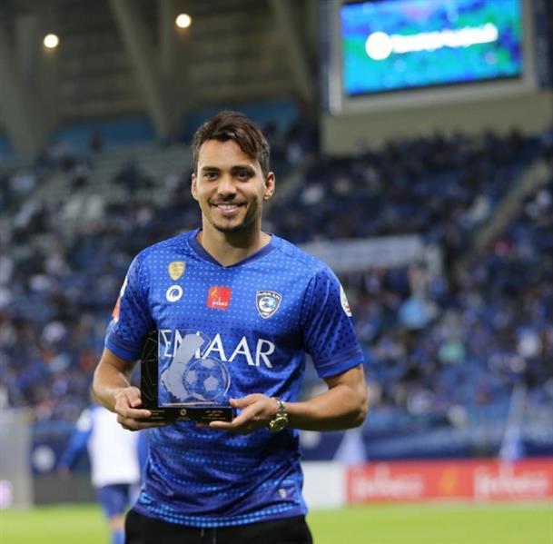 إدواردو يتسلم جائزة أفضل لاعب في أكتوبر