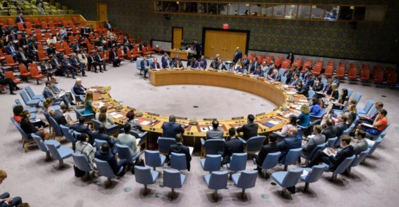 """""""مجلس الأمن"""" يعتمد قراراً بتجديد نظام العقوبات في اليمن.. ويدين هجمات الحوثيين على المملكة"""