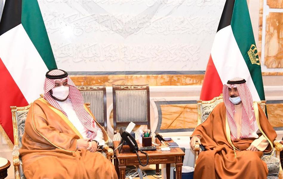 أمير الكويت وولي عهده يتسلمان رسالتين من خادم الحرمين الشريفين وولي العهد بشأن العلاقات الثنائية