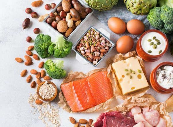 أفضل 11 نوعًا من الأطعمة لتقوية دماغك وذاكرتك