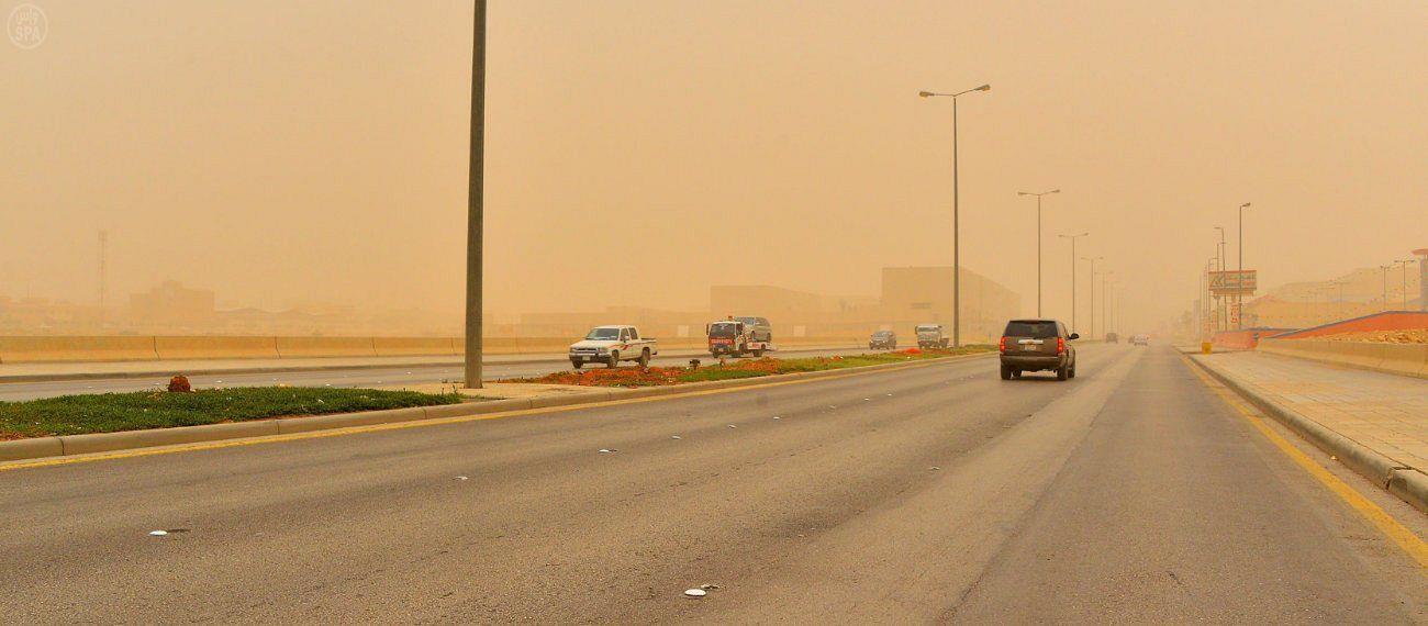 """""""مدني الرياض"""" يحذر من رياح مثيرة للأتربة على أجزاء من المنطقة صباح الغد"""