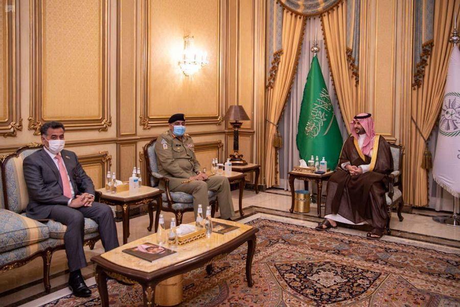 الأمير خالد بن سلمان يستقبل قائد الجيش الباكستاني