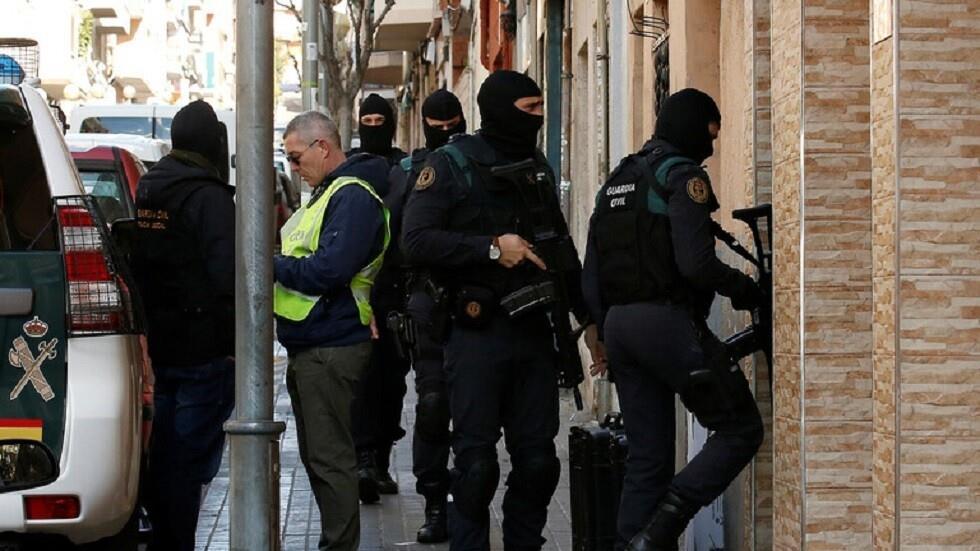 صحيفة: إسباني يبلغ من العمر 80 عامًا يقتل زوجته بمطرقة بدافع الغيرة