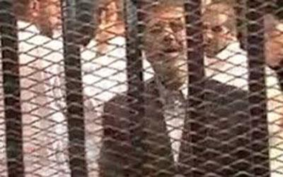 """مرسي يعتبر أنه """"اختطف"""" ويصف الإطاحة به بـ""""الجريمة والخيانة"""""""
