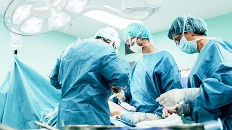 تضمن استئصالاً كاملاً للمعدة.. تدخل جراحي ينقذ حياة طفل يعاني عيبًا خلقيًا في نجران