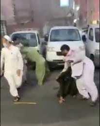مشاجرة عنيفة بالعصي ووقوع إصابات بين عمال باكستانيين بجدة