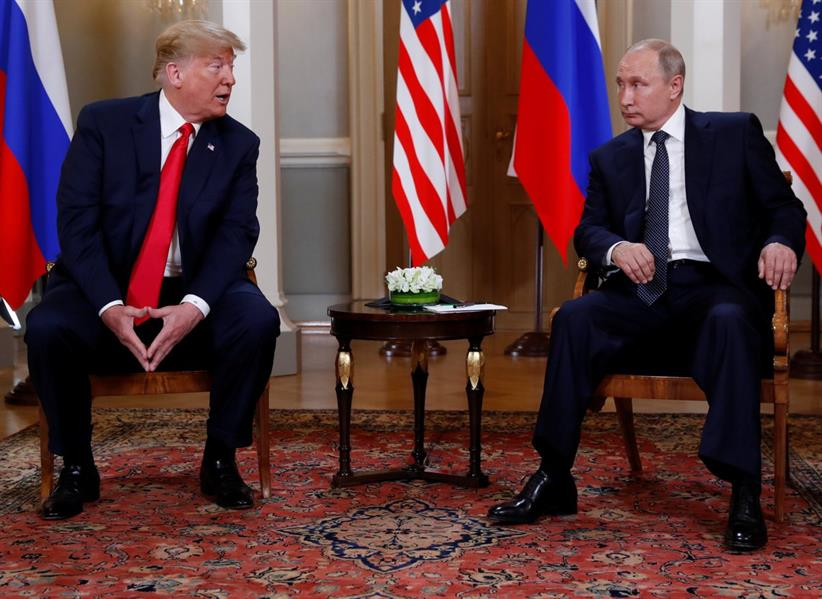 بدء أول قمة بين بوتين وترامب