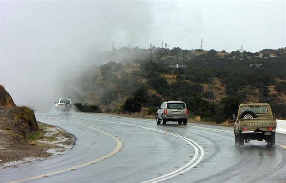 """""""الأرصاد"""" ينبه من أمطار متوسطة إلى غزيرة ورياح نشطة وعوالق ترابية على عدد من المناطق"""