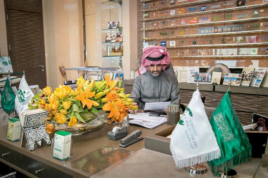 """الأمير الوليد بن طلال يتنازل عن 1.2 مليار ريال من أرباحه السنوية لـ""""المملكة القابضة """""""