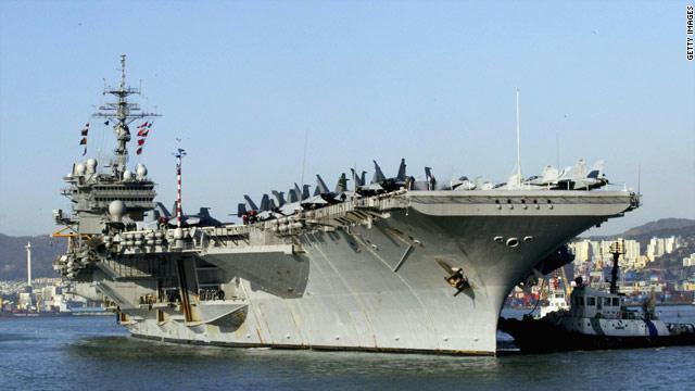 صورة لحاملة طائرات الامريكية