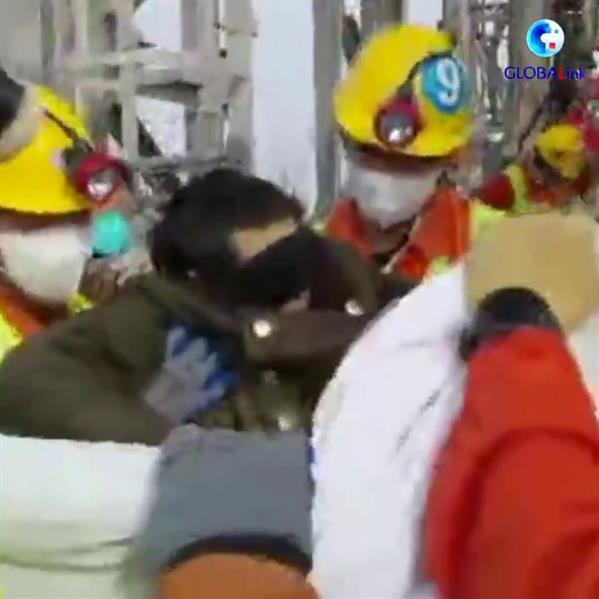 السلطات الصينية تنقذ أحد عمال المنجم المنفجر
