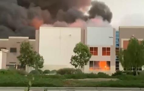حريق في مخازن امازون