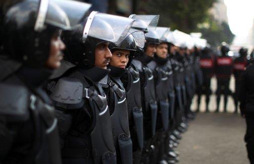 الداخلية المصرية تؤكد وقوفها الى جانب الجيش في التصدي للعنف