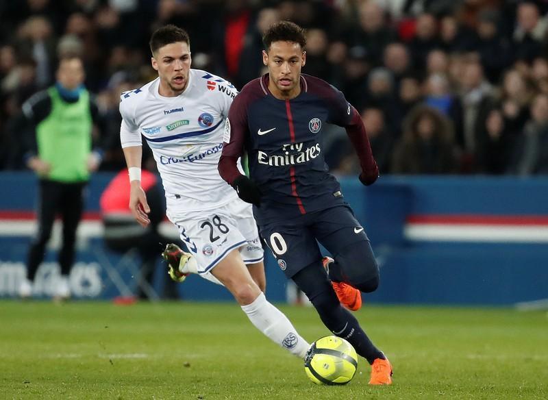 جميع مباريات دوري فرنسا بدون جمهور أو ألف شخص بحد أقصى