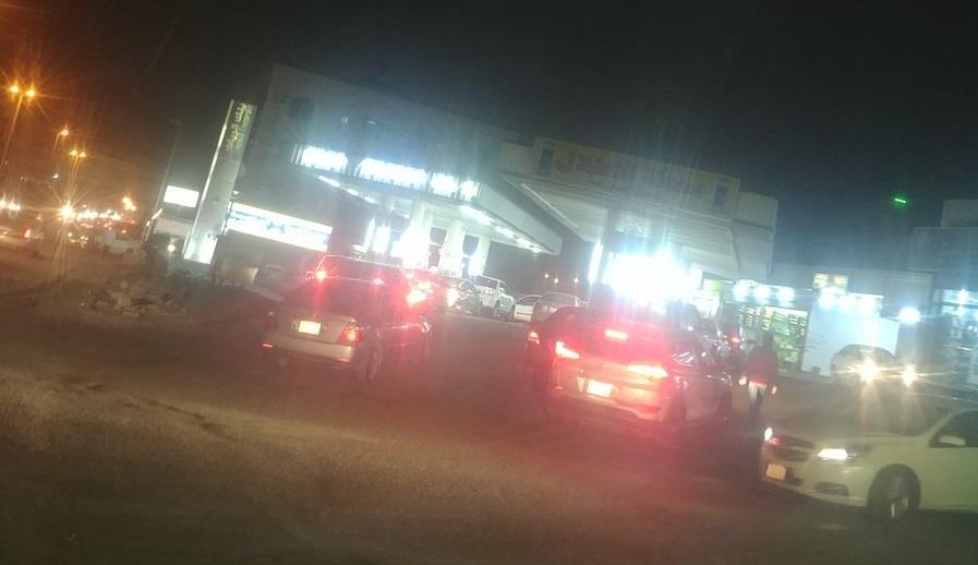 """شاهد.. زحام على محطات البنزين قبل ساعات من بدء تطبيق """"القيمة المضافة"""""""