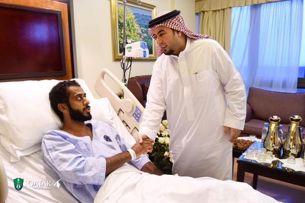 رئيس الأهلي يزور المطيري بعد إجراء عمليته الجراحية