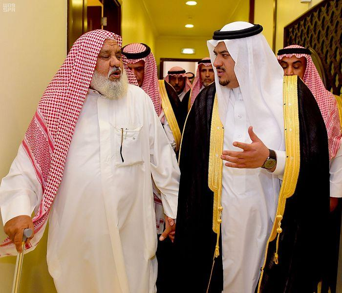 بالصور.. نائب أمير منطقة الرياض ينقل تعازي القيادة لأسرة الشهيد مشعان العنزي