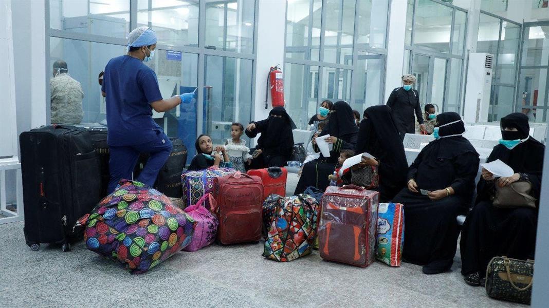 طائرة سعودية تنقل اليمنيين من الغيضة إلى سقطري