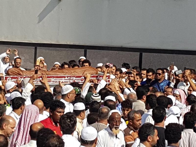 بالفيديو.. المصلون على جنازة إمام مسجد جدة الذي توفي دهسًا يملأون الشوارع.. وجموع غفيرة تشيعه