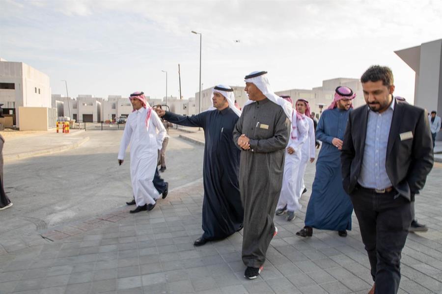 وزير الإسكان يتابع سير العمل في مشاريع الشرقية