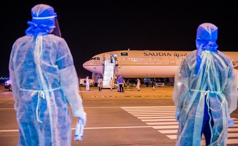 وصول أولى الرحلات المخصصة لعودة المواطنين من الخارج إلى مطار القصيم قادمة من فيينا