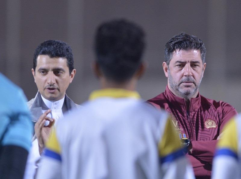 ناديان يفاوضان النصر