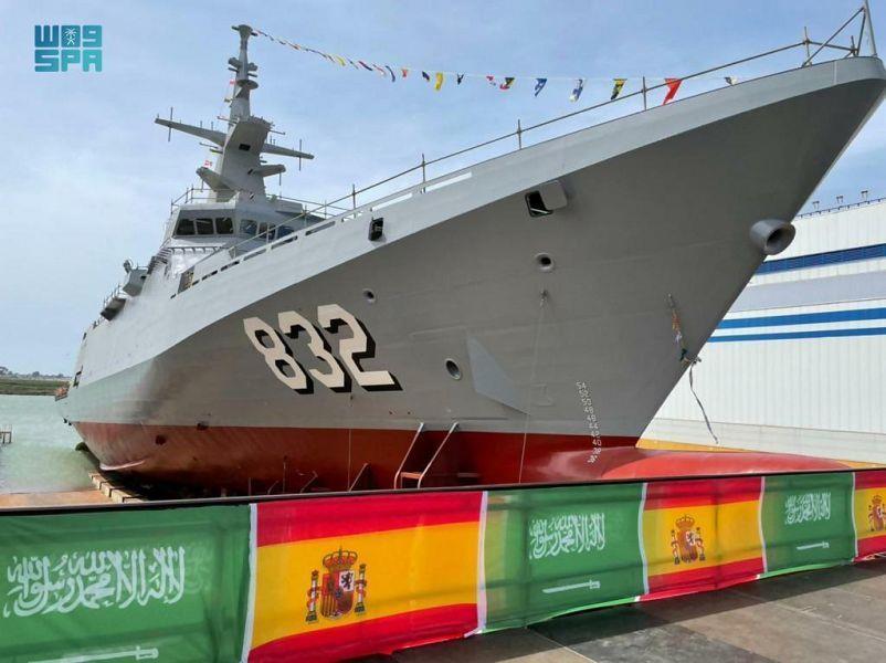 """تعويم سفينة جلالة الملك """"حائل"""" بإسبانيا بأيدي القوات البحرية الملكية السعودية"""