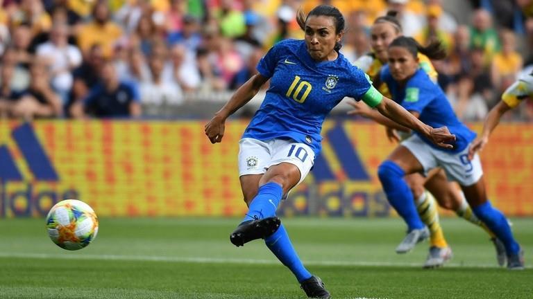 البرازيلية مارتا تتفوق على رونالدو وتعادل رقم أسطورة ألمانيا