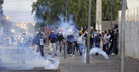مقتل شرطي في احتجاجات مطالبة بوظائف في تونس