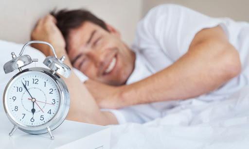 تؤكد الدراسة: الاستيقاظ مبكرًا هو سبب رئيسي للسعادة