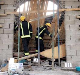 إصابة عاملين سقط عليهما سقف مسجد تحت الإنشاء في الطائف (صور)