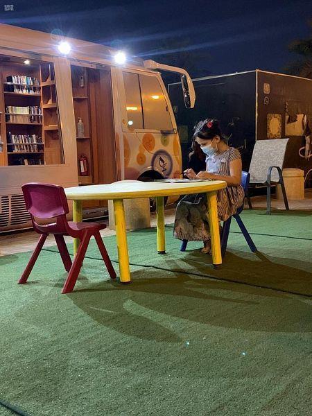 حافلات مصادر التعلم تستأنف نشاطها في ميادين الرياض وسط إجراءات احترازية