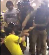 رجال أمن يعتدون على مشجع بالضرب