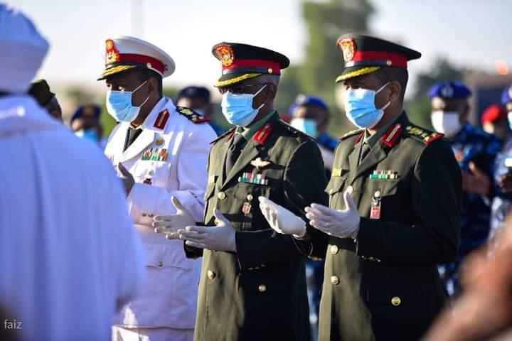شاهد.. استقبال رسمي لجثمان الصادق المهدي بمطار الخرطوم