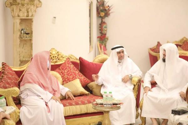 """السديس"""" يزور الشيخ بندر بليلة للاطمئنان على صحته"""