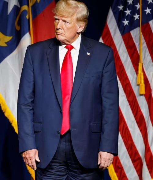 هل لبسه رأسًا على عقب؟  بنطال دونالد ترامب يثير الجدل