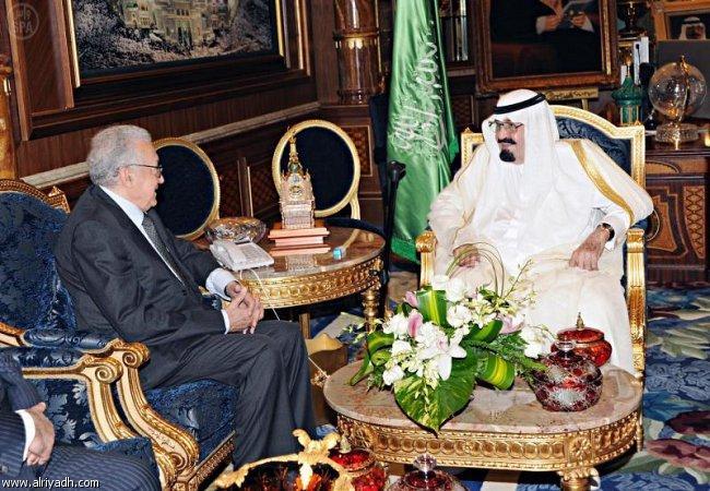 خادم الحرمين الشريفين الملك عبدالله بن عبدالعزيز آل سعود يستقبل الاخضر الابراهيمي