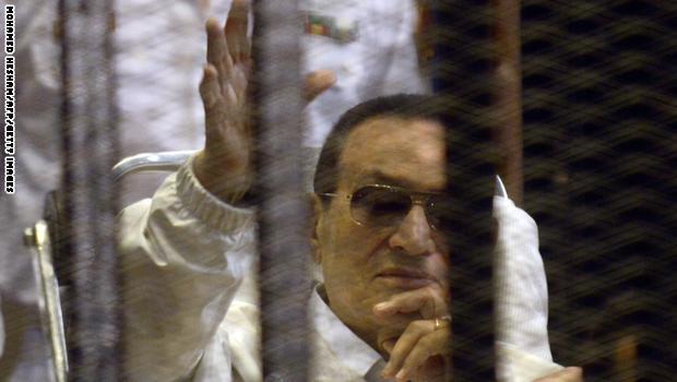 مبارك أمام المحكمة بقضية قتل المتظاهرين