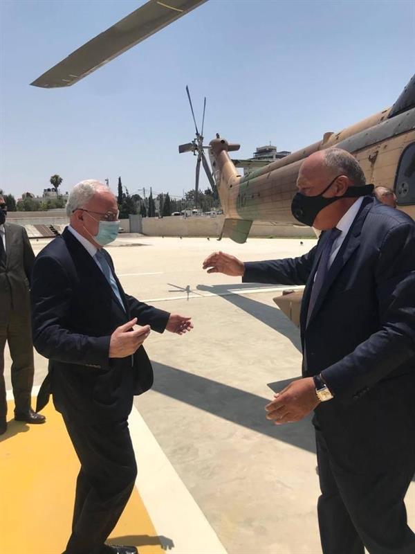 وزير الخارجية المصري يصل الأراضي الفلسطينية بطائرة مروحية