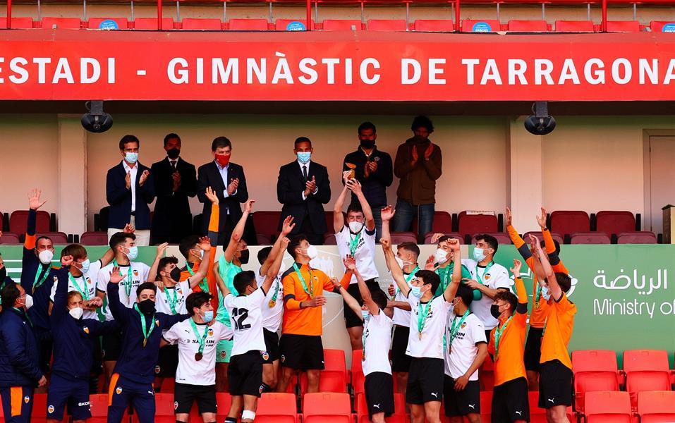 فالنسيا يتوج بكأس الأبطال الدولية