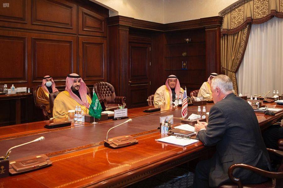 صور.. الأمير خالد بن سلمان يلتقي وكيل وزارة الدفاع الأمريكية
