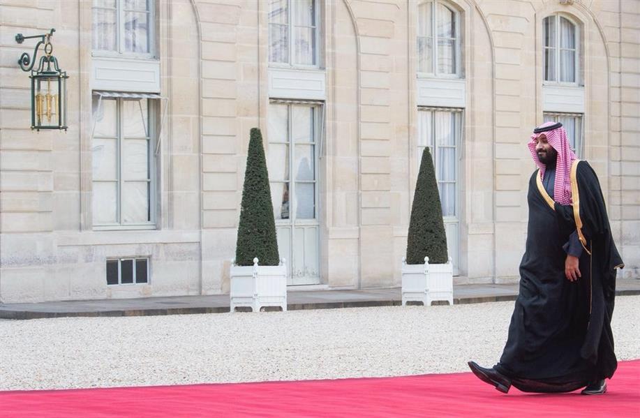 بالفيديو.. ولي العهد يصل إلى قصر الإليزيه.. والرئيس الفرنسي في مقدمة مستقبليه