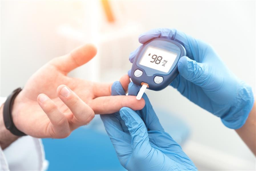 10 علامات تحذيرية لانخفاض نسبة السكر في الدم